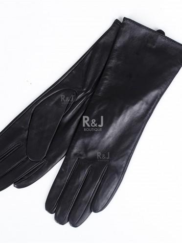 Medium length leather gloves